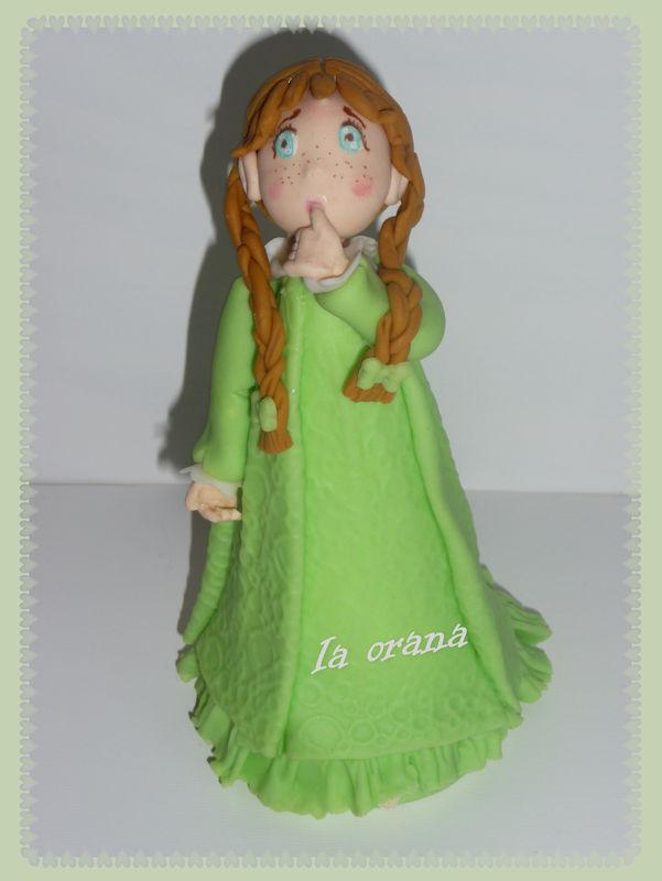 Petite fille en porcelaine froide