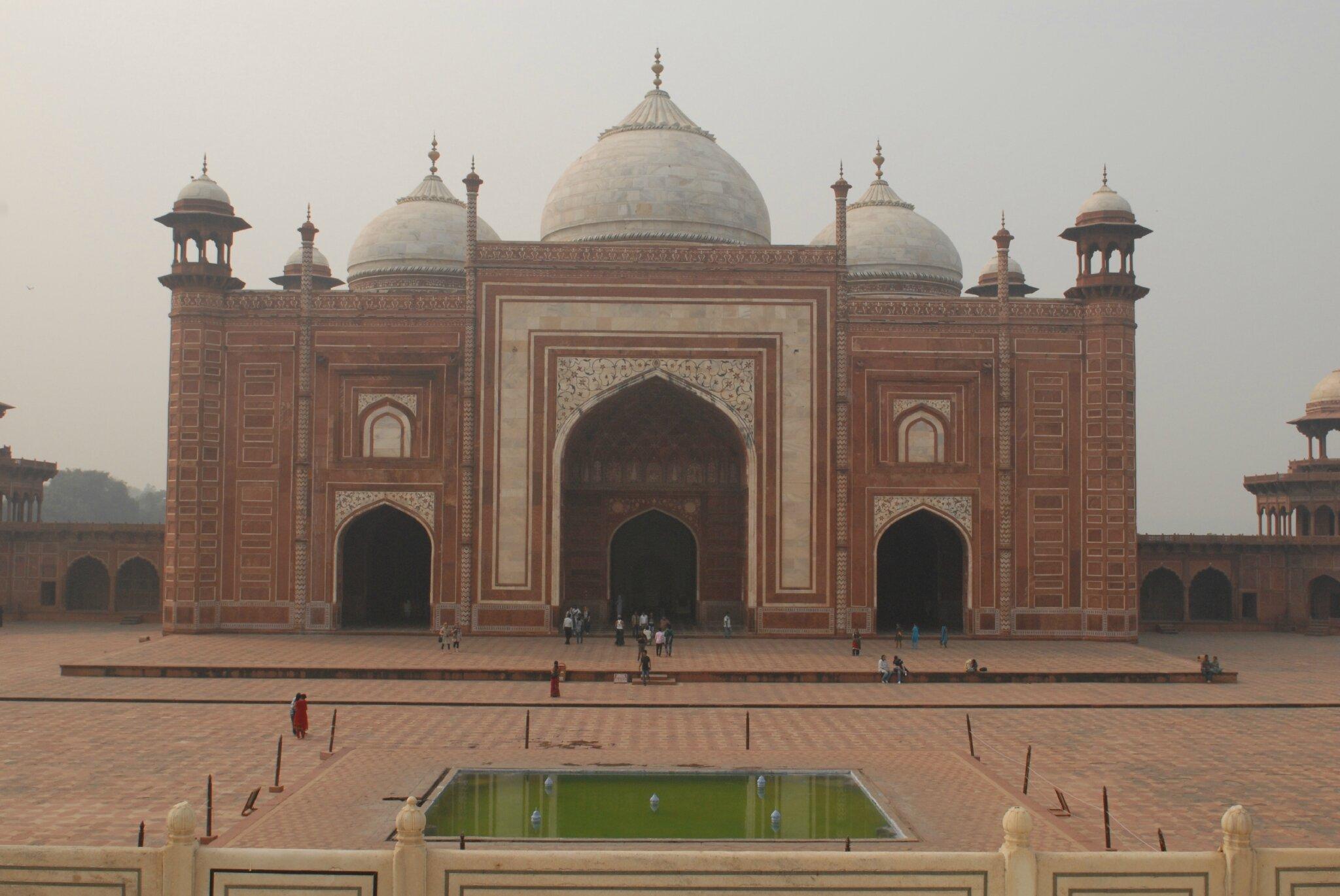 replique de la mosquee a droite du Taj Mahal