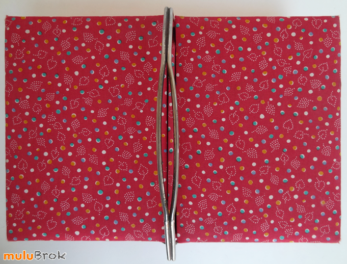 TRAVAILLEUSE-tissu-rouge-2-muluBrok-Vintage