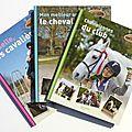 Une collection de livres sur l'équitation :
