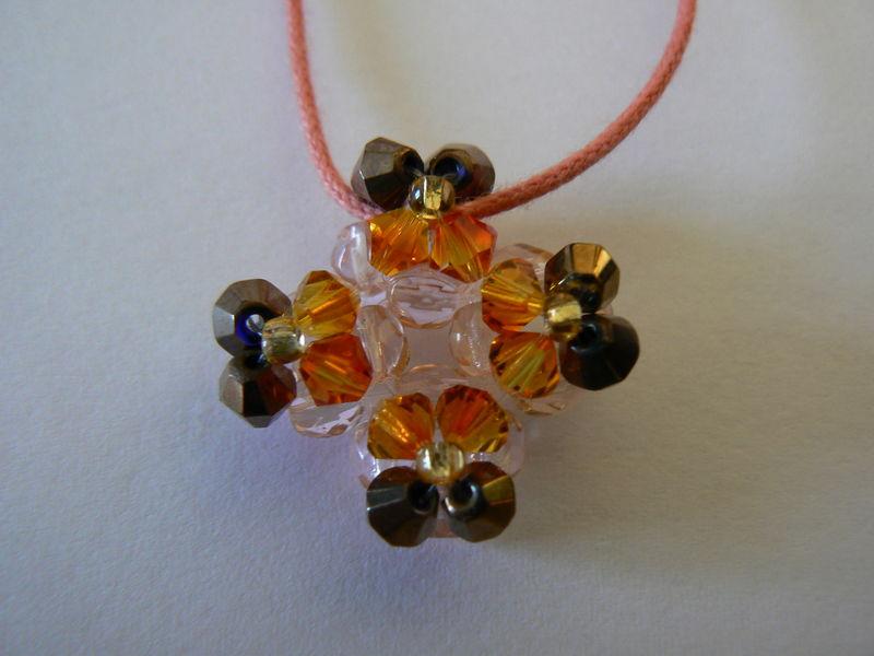 pendentif mini crois orange et brun