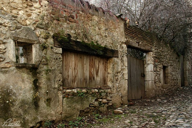 Pérouges_abandonnee_3543