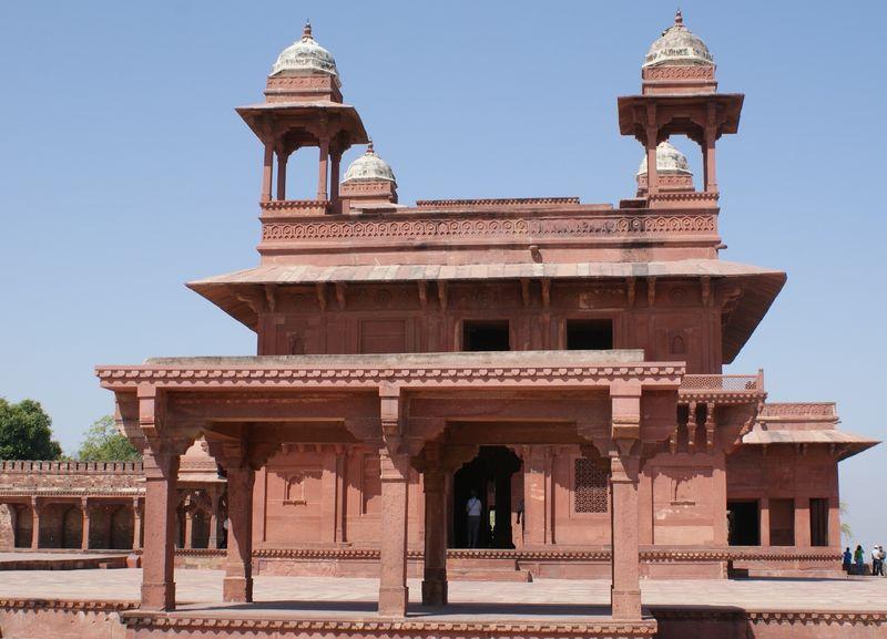India 1 (915)