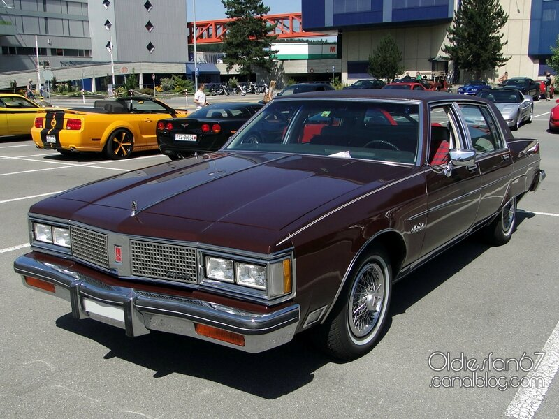 oldsmobile-98-regency-sedan-1983-01