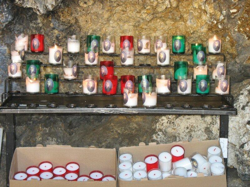 Nevers, couvent Saint-Gildard, grotte, bougies (58)