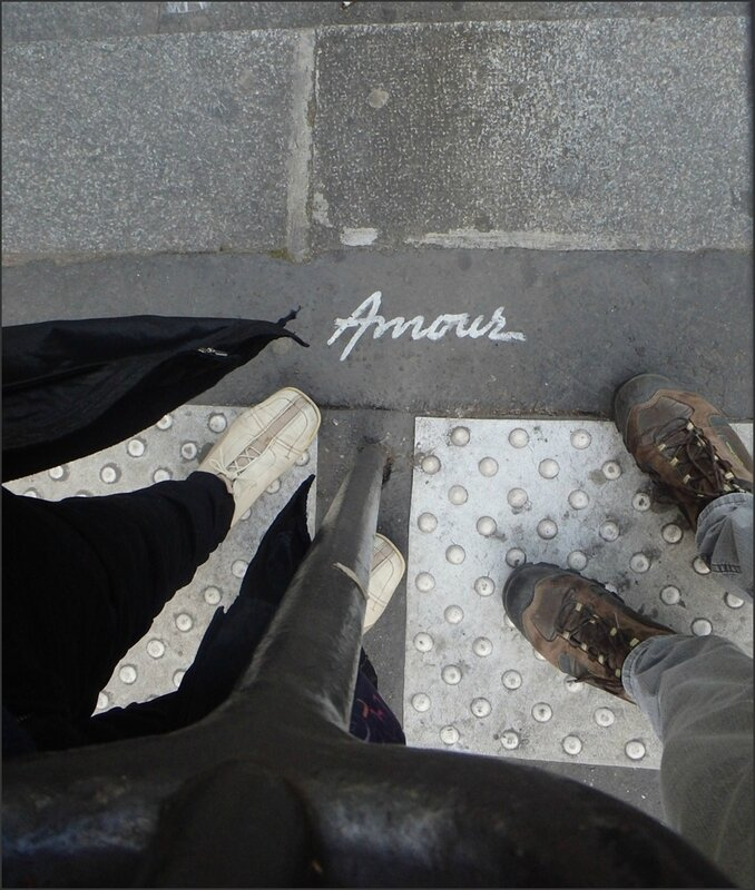 Paris avril 2015 96 graff amour pieds