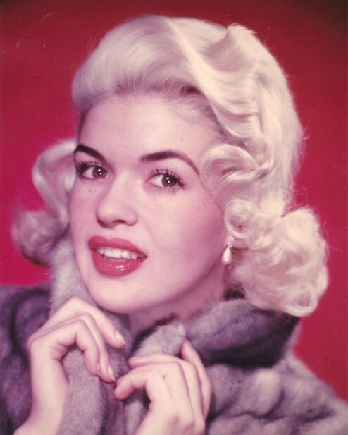 jayne-1956-portrait-fur-1-1
