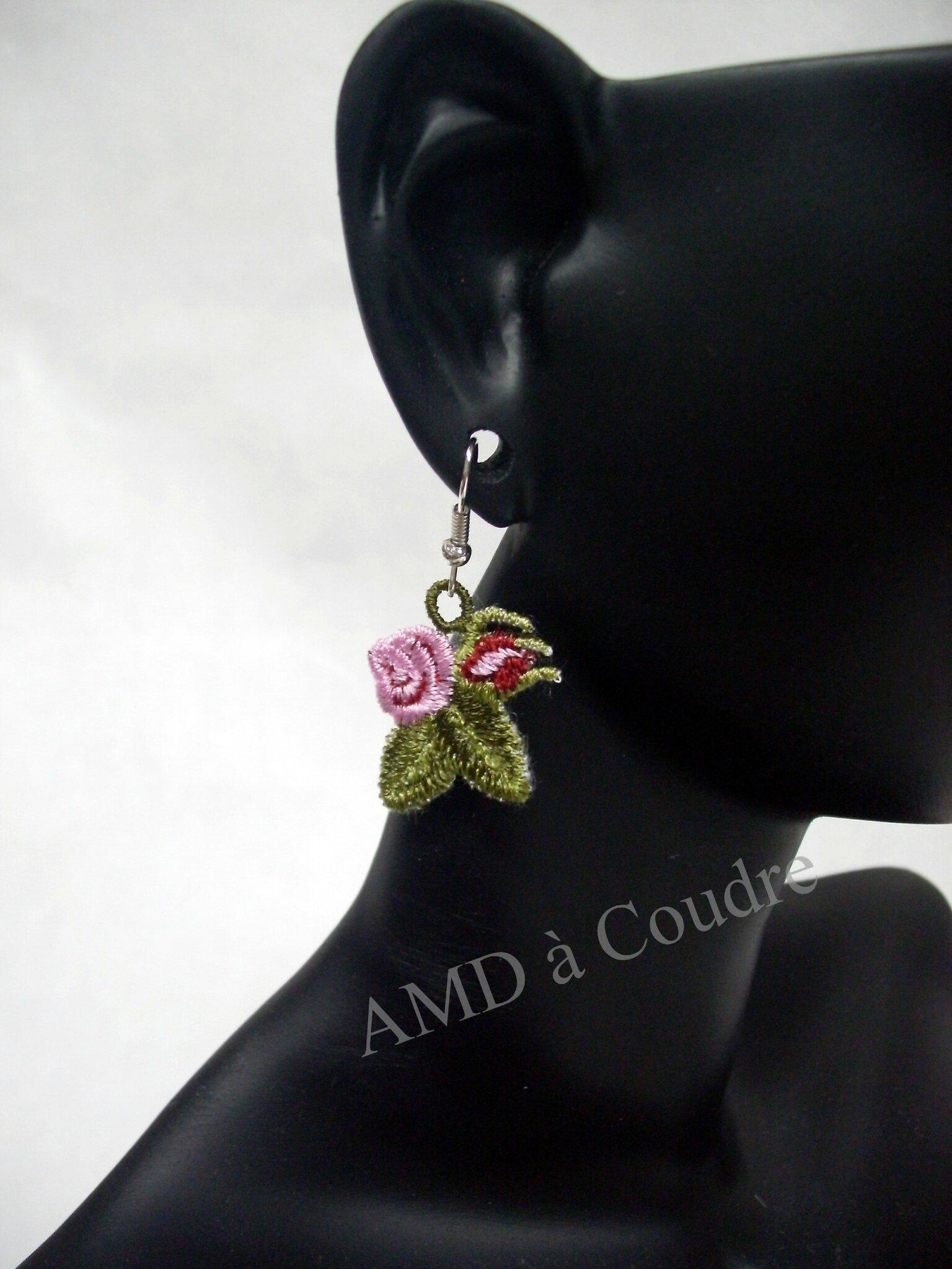 boucle d'oreilles brodées, petites roses bijoux fantaisie par amd a coudre (2)