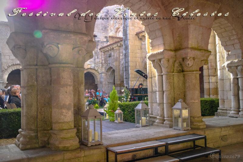 Festival des Voûtes Célestes, Soirée Pianos au cloître à l'abbaye de Nieul sur L'Autize (4)