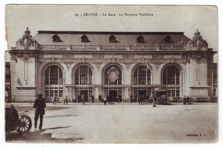 10 - TROYES - La gare