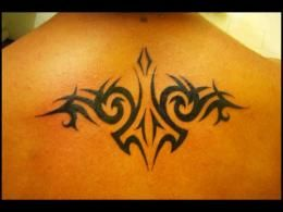 Tatouage_tribal_nuque