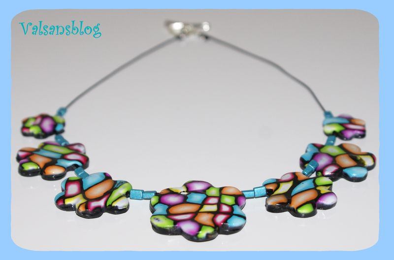 collier multicolore 22 juin 2010 003