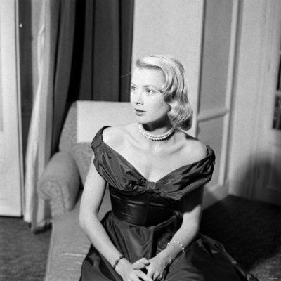 WA3708556_Grace_Kelly_During_Interview_with_Daily_Mirror_Reporter_Donald_Zec_at_the_1955_Cannes_Film_Festival_Affiches