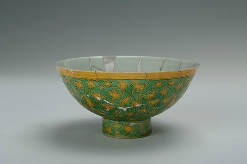 Yellow and green bowl with the design of curly grass, Zhengde period (1506-1521)
