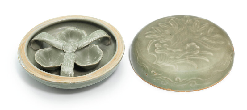 A Longquan celadon 'Lotus' box and cover, Song dynasty (960-1279)
