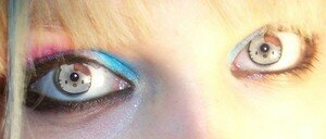 _wp_content_uploads_2007_12_hello_kitty_contacts_2