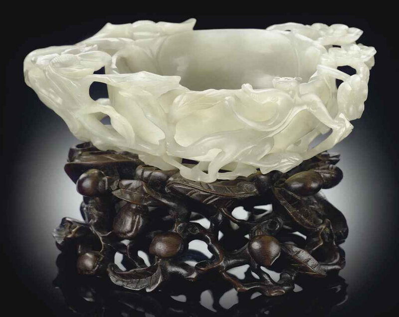 2011_NYR_02427_1490_000(a_white_jade_flower-form_water_coupe_17th_century)