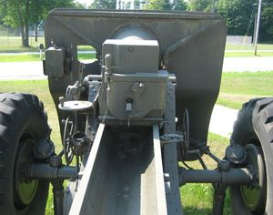 m1918_155mm-two_rivers_rear_view_cu