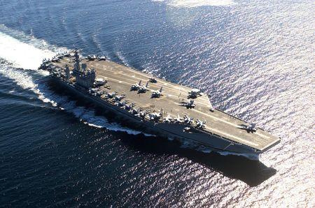 USS_Nimitz_in_Victoria_Canada_036