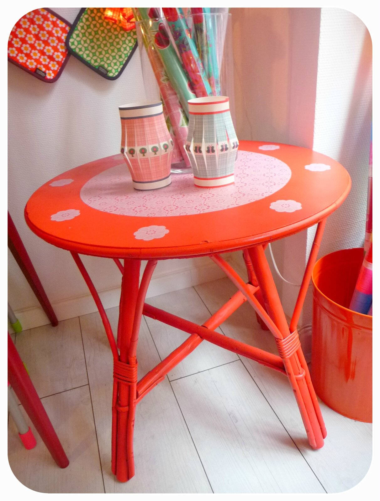 table haute rotin rouge