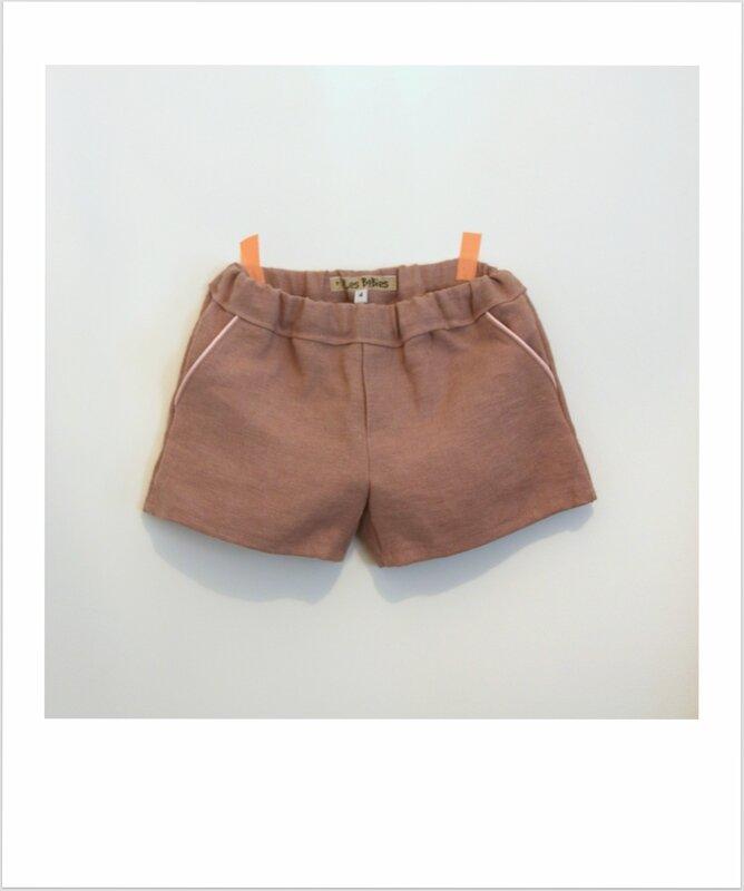 Short Burda en lin mauve et poche passepoilée