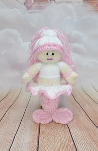 Traduction Little Knitted Mermaid - Knitting by Post
