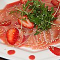 Carpaccio de saumon fume, ketchup de fraises