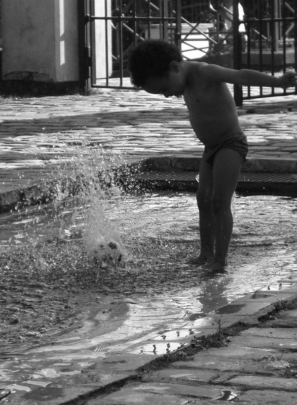 Enfant et eau 806A