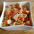 Salade de pâtes au surimi et à la tomate