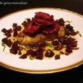 Escalopes de foie gras poêlées, vinaigrette de betterave rouge