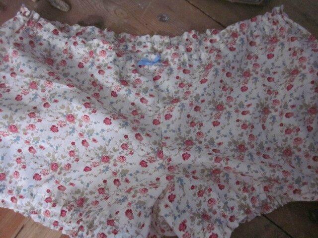Culotte BERTHE en coton écru fleur de rose et ciel, orné d'un noeud ciel - taille 46 (3)