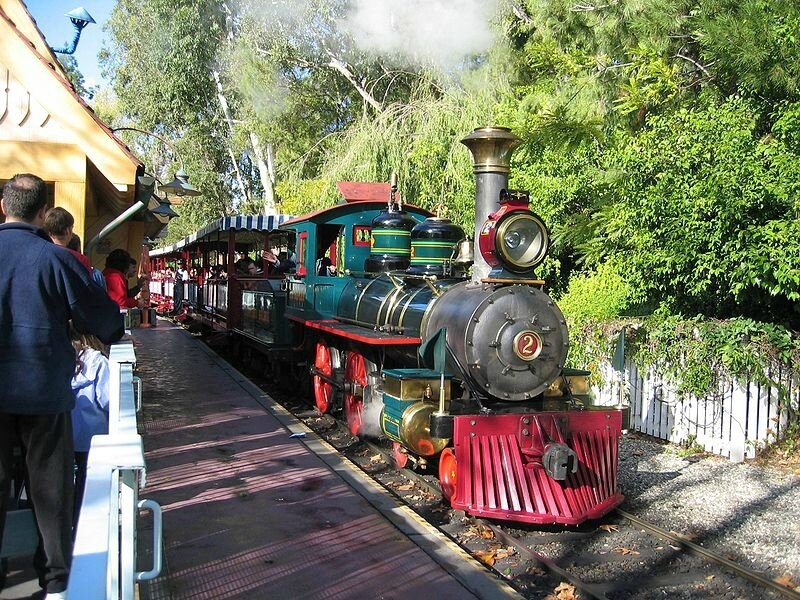 800px-DisneylandTrainLocomotive