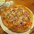Pizza avec une nouvelle recette de pâte.