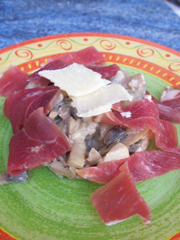 fricassée de champignon et ses copeaux de bayonne au parmesan