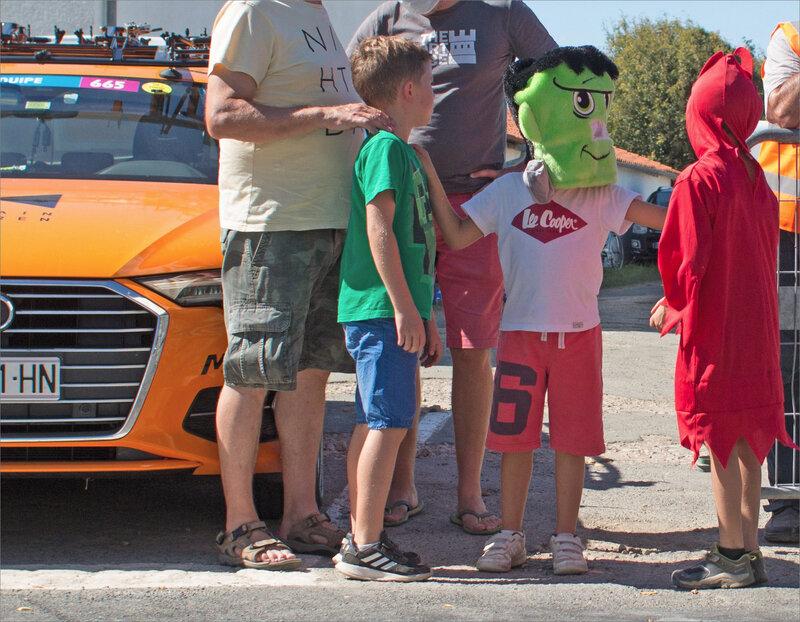 Tour de France 79 23 090920 passage ym enfants déguisés