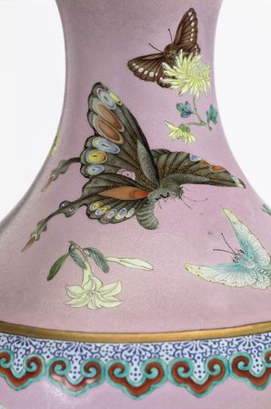 P_Tai_collection_Butterfly_vase_Dec_Christie_s_HK_b