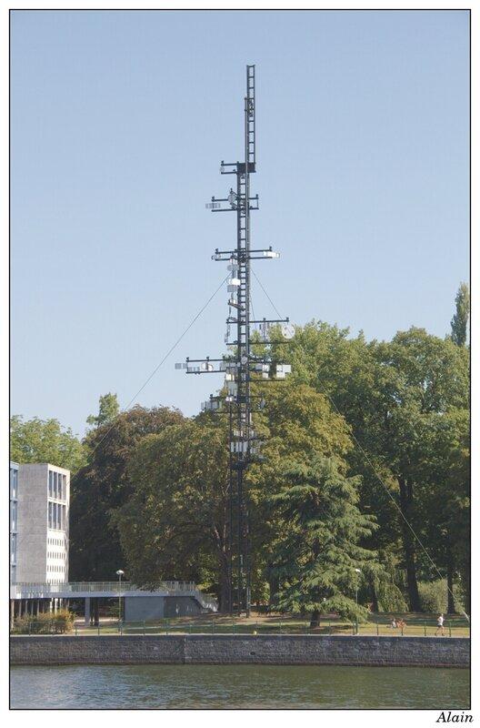 la tour cybernétique de Liège