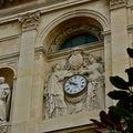 Détail du fronton de la Sorbonne.