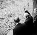 Churchill-crowd-8mai45