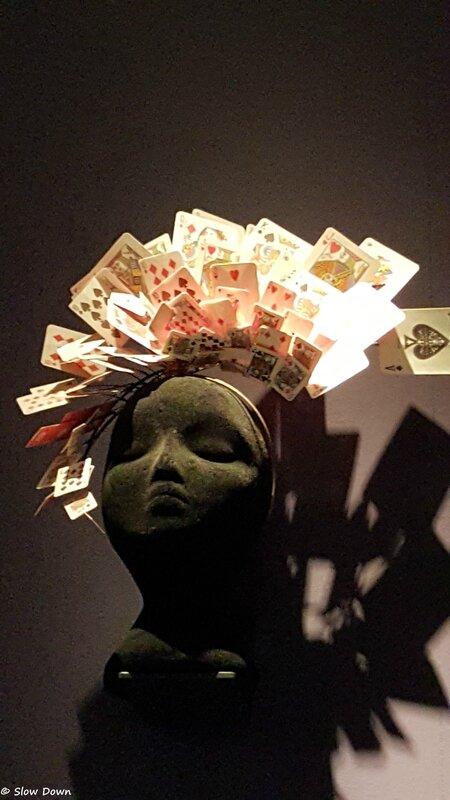 Tête à cartes