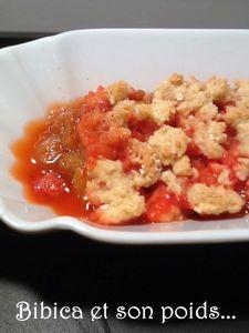 Crumble_fraises_rhubarbe__flocons_d_avoine_et_vanille_gros_plan_1