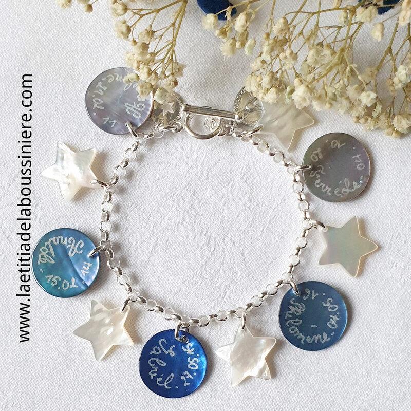 Bracelet personnalisé sur chaîne argent massif maille classique composé de 5 médailles en nacre gravées et 4 étoiles en nacre