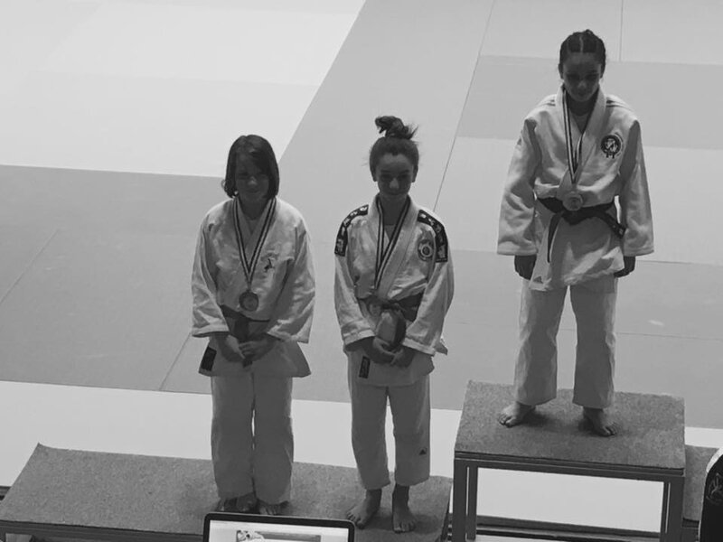 PODIUM LOUISA