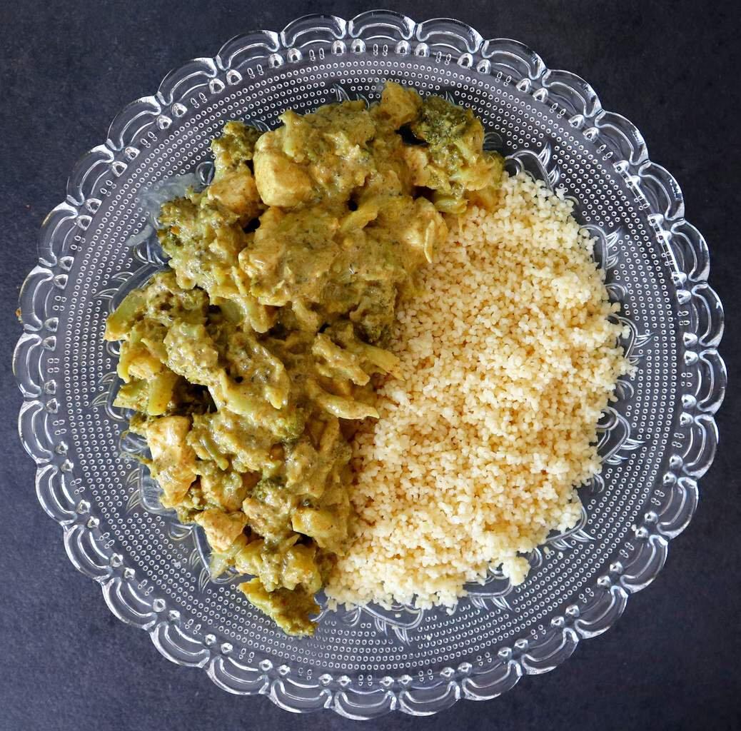 Poulet et brocolis au curry léger