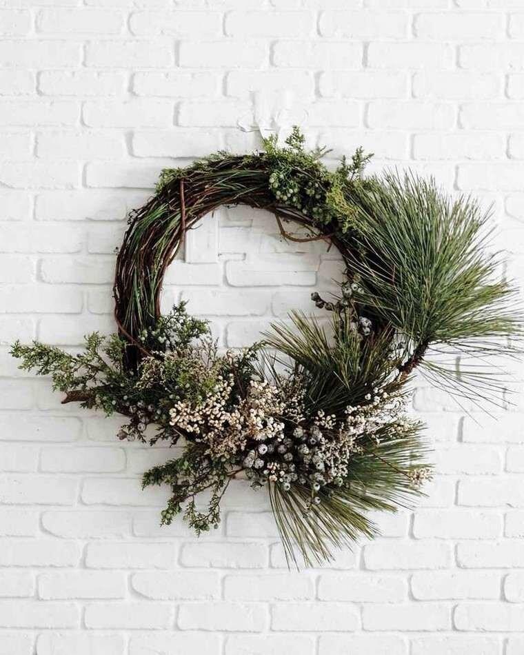 Couronnes de Noël : 20 inspirations avec des fleurs séchées