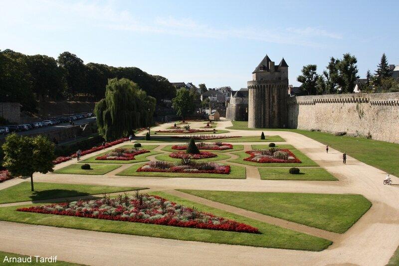 002080 Larmor-Baden - La Ville de Vannes - La Tour du Connetable et les Jardins de la Garenne