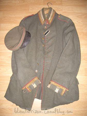 veste_et_le_bonnet__reconditionn__casquette__d_un_sous_officier_du_2_i_me_r_giment_de_la_garde___pied