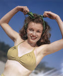 1945_beach_sitting_bikini_yellow_mmad076