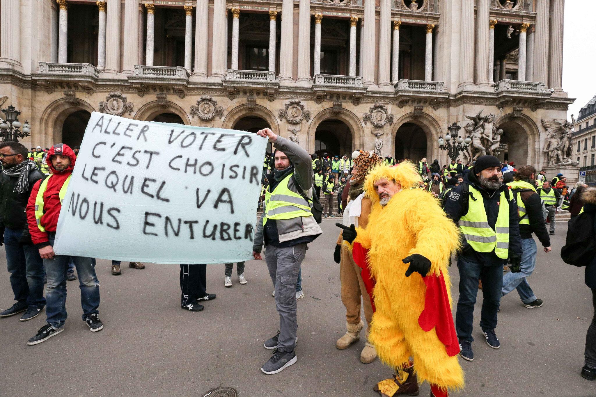 « Acte V » des « gilets jaunes » à Paris. © Michel Stoupak. Sam 15.12.2018, 10h13m05.