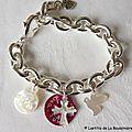 Bracelet sur chaîne plaqué argent médaille de Vierge à l'Enfant en nacre, médaille gravée en nacre, Croix en nacre et colombe en nacre